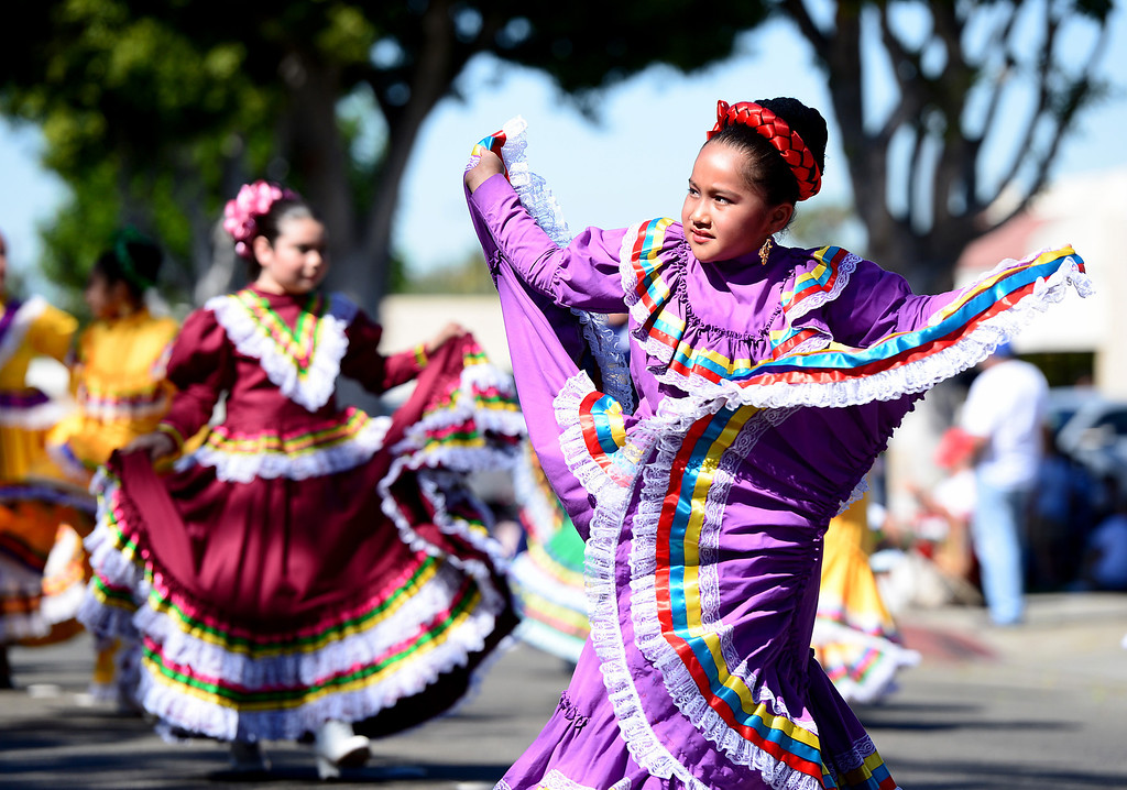 Description of . Ballet Folklorico Mestizo de Herlinda Figueroa dances in City of Duarte's annual Route 66 Parade along Huntington Drive, on Saturday, September 28, 2013. (Photo by Sarah Reingewirtz/Pasadena Star-News)